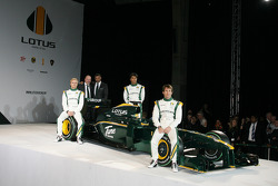 Heikki Kovalainen, Mike Gascoyne, Lotus F1 Racing Chief Technical Officer, Tony Fernandes, Malaysia Racing Team Principal, Fairuz Fauzy and Jarno Trulli