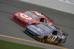 Matt Kenseth, Roush Fenway Racing Ford and Juan Pablo Montoya, Earnhardt Ganassi Racing Chevrolet