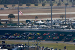 Restart: Kurt Busch, Penske Racing Dodge and A.J. Allmendinger, Richard Petty Motorsports Ford lead the field