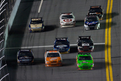 Matt Kenseth, Roush Fenway Racing Ford, Joey Logano, Joe Gibbs Racing Toyota and Mark Martin, Hendrick Motorsports Chevrolet go three-wide