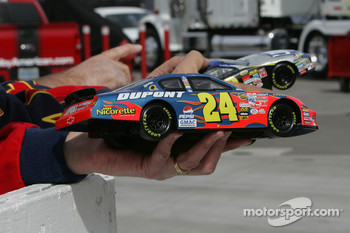 A fan waits for Jeff Gordon, Hendrick Motorsports Chevrolet