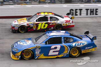 Kurt Busch, Penske Racing Dodge and Greg Biffle, Roush Fenway Racing Ford