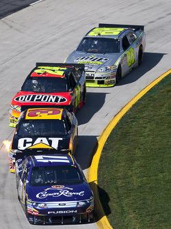 Matt Kenseth, Roush Fenway Racing Ford leads Jeff Burton, Richard Childress Racing Chevrolet and Jeff Gordon, Hendrick Motorsports Chevrolet