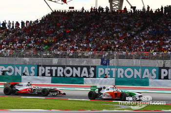 Adrian Sutil, Force India F1 Team leads Lewis Hamilton, McLaren Mercedes
