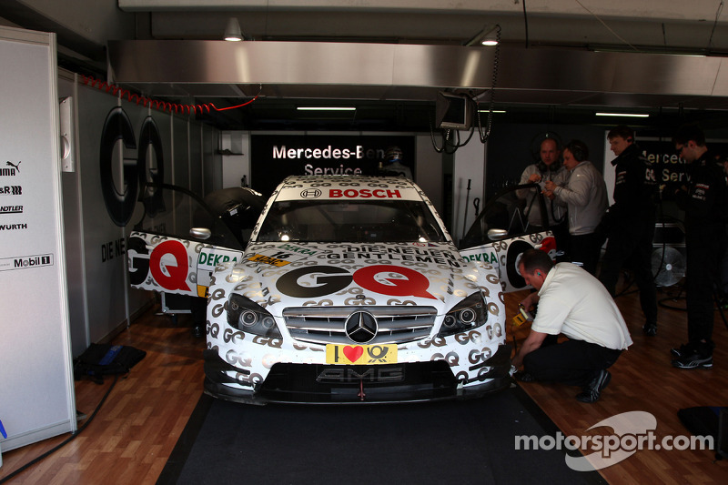 Garage and car of Maro Engel, Mücke Motorsport, AMG Mercedes C-Klasse