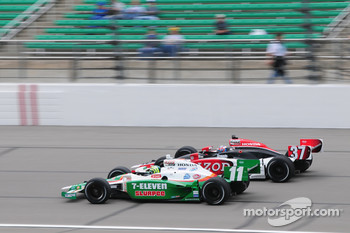 Ryan Hunter-Reay, Andretti Autosport runs with Tony Kanaan, Andretti Autosport