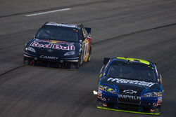 Mark Martin, Hendrick Motorsports Chevrolet and Brian Vickers, Red Bull Racing Team Toyota