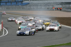 Start: #10 Hexis AMR Aston Martin DB9: Clivio Piccione, Jonathan Hirschi leads the field