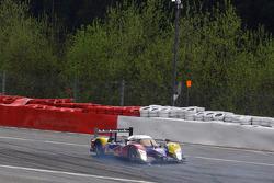 #4 Team Oreca Matmut Peugeot 908 HDi-FAP: Olivier Panis, Nicolas Lapierre, Loic Duval crashes