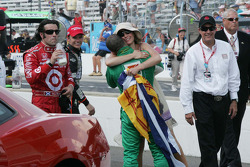 Ashley Judd gets a hug from Tony Kanaan