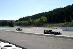 End of 1st lap: #8 Ingo Gerstl, Dallara GP2 and #1 Henk de Boer, Panoz DP01 Champcar