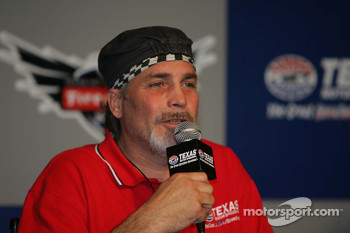 Robbie Knievel answers questions from the media