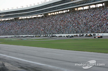 Green flag for the Firestone 550K at Texas Motor Speedway