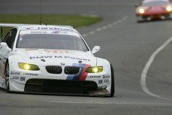 #78 BMW Motorsport BMW M3: Jörg Müller, Augusto Farfus, Uwe Alzen in problems with an flat tyre