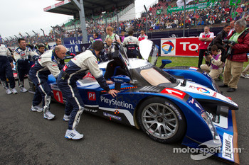 #1 Team Peugeot Total Peugeot 908 on starting grid
