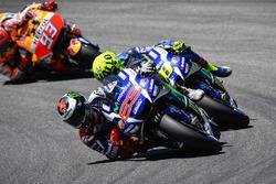 Хорхе Лоренсо, Yamaha Factory Racing, Валентино Россі, Yamaha Factory Racing та Марк Маркес, Repsol Honda Team