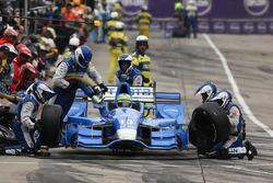 Tony Kanaan, Chip Ganassi Racing Chevrolet pit action