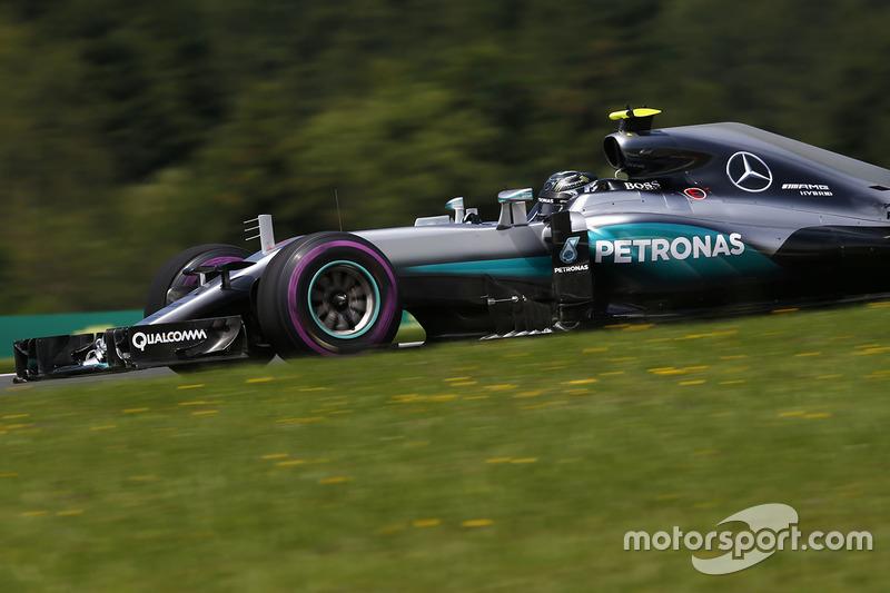 6: Ніко Росберг, Mercedes AMG F1 W07 Hybrid (покарання - п'ять місць на стартовій решітці)