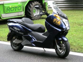 Maxi scooter FIA