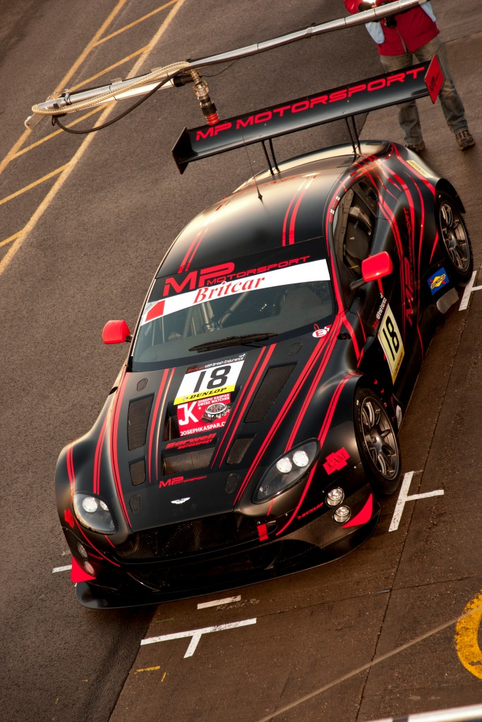 Aston Martin V12 Vantage GTE