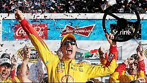 Logano celebrates DAYTONA 500 in Victory Lane