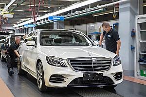 Autó BRÉKING Vezető nélkül gördült le a gyártósorról a vadonatúj S-osztály első példánya