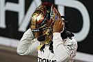 Hamilton aztán tud élni...