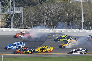 NASCAR Cup Race report Daytona 500: Wreck ends Stage 1 with Kurt Busch out front