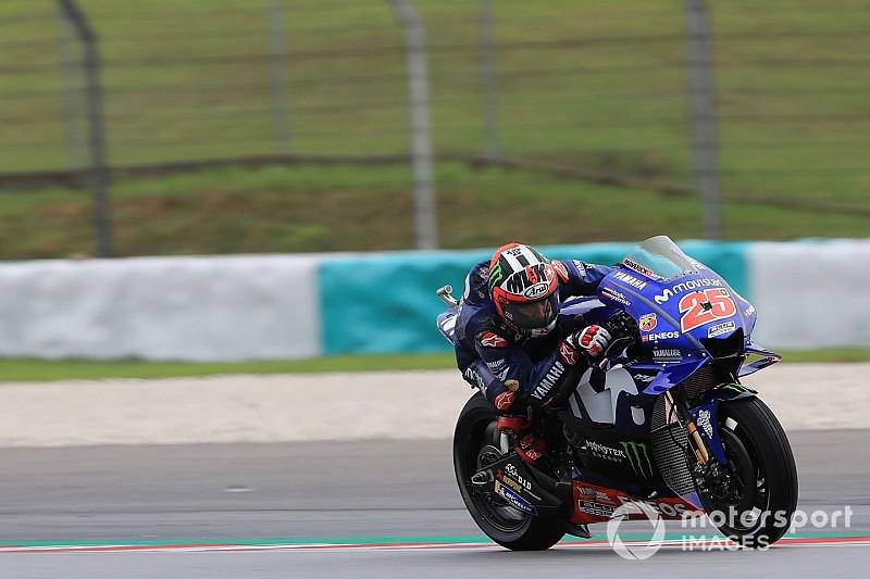 Viñales y Rossi aúpan a Yamaha al frente del warm up en Sepang