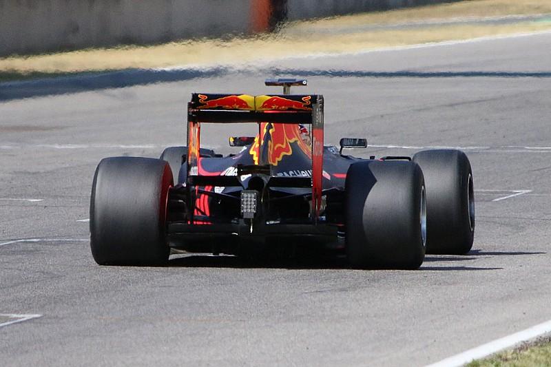 Pirelli нужно больше прижимной силы на тестах новых сликов