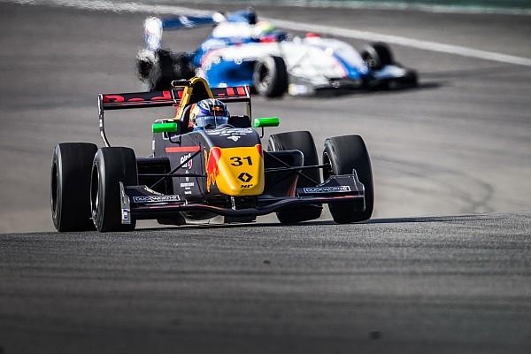 """Verhagen scoort eerste trofee in Formule Renault 2.0: """"Dit had ik niet verwacht"""""""