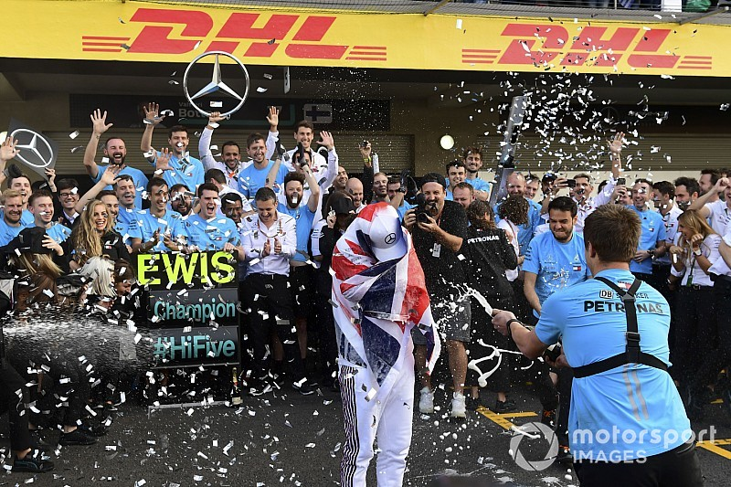 Галерея п'ятого титулу чемпіона світу Хемілтона на Гран Прі Мексики