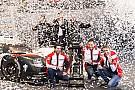 Le trophée des 24 Heures du Mans définitivement au Musée Porsche