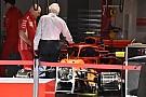 Charlie Whiting besucht Ferrari-Box: Sind Rückspiegel legal?