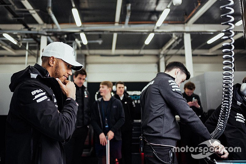 """Lewis Hamilton: Fangios Marke von fünf WM-Titeln """"reizvoll"""""""
