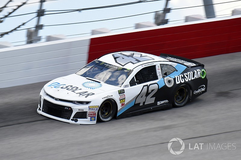 Kyle Larson in strategy play takes Stage 2 win over Keselowski