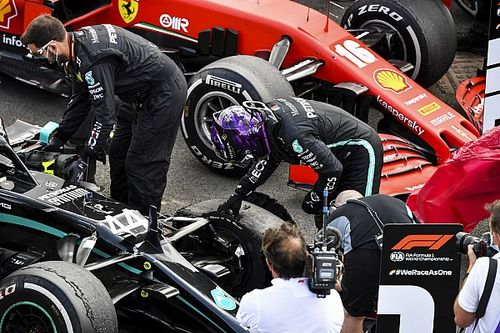 """""""B*****meg, ez nem sokon múlt."""" - videón Lewis Hamilton befutója a defektes kerékkel"""
