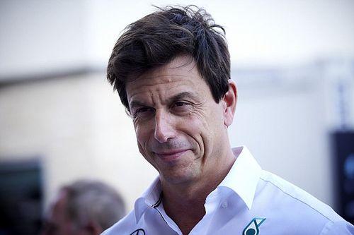 Вольф: Mercedes по силам выиграть все пять оставшихся гонок