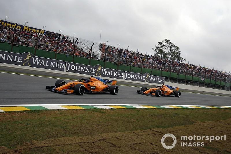 Обох гонщиків McLaren покарали за ігнорування синіх прапорів