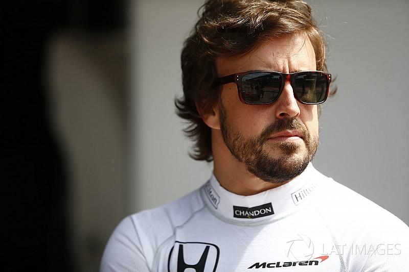 """Briatore: McLaren'ın Alonso'yu tutması için """"devrim"""" yapması gerekiyor"""