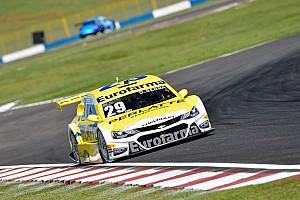 Stock Car Brasil Últimas notícias Líder do campeonato, Serra é pole em Goiânia