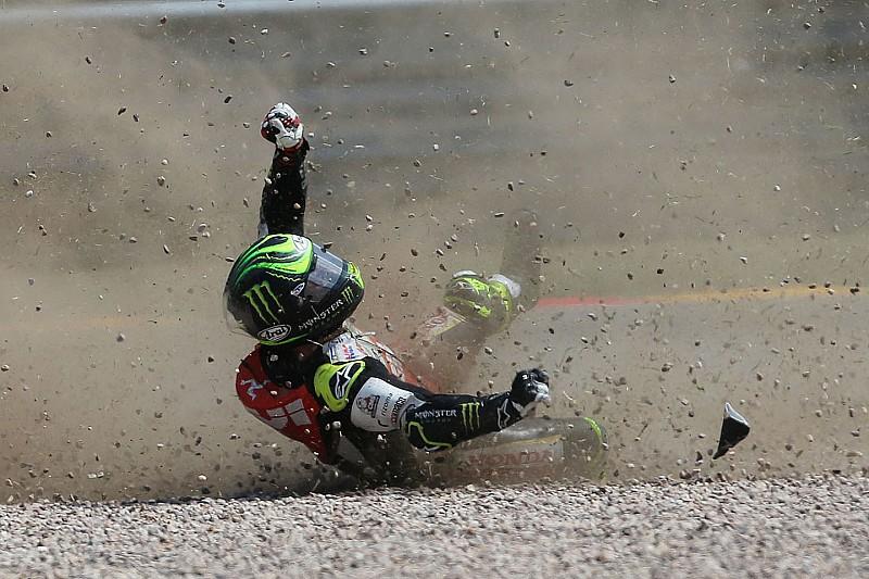 Завал в IndyCar и авария на старте в MotoGP: лучшие гоночные видео уик-энда