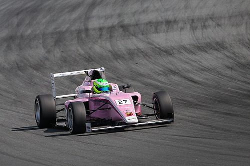 David Schumacher az első hét formula-versenyén hatszor állt dobogóra