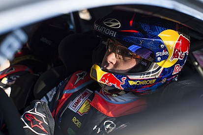Neuville crasht onder brug in Rally van Corsica-test