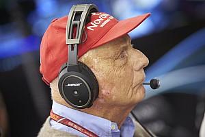 """Formule 1 Nieuws Lauda haalt uit naar Verstappen: """"Leert niet van fouten"""""""