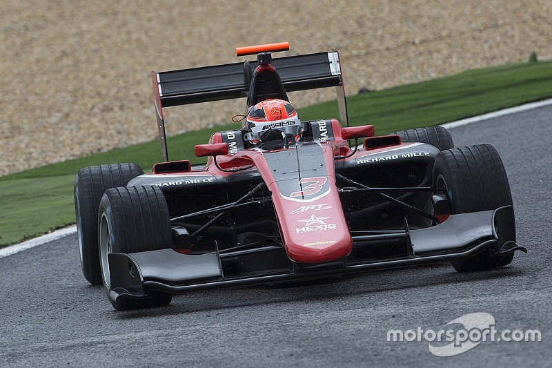 Russell lidera los entrenamientos de GP3 en Portugal