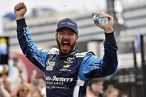NASCAR Cup Relato da corrida Truex mostra força e vence em Charlotte na prorrogação