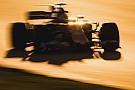 Галерея: боліди Формули 1 у світлі іспанського вечірнього сонця