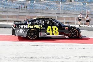 Галерея: Алонсо і легенда NASCAR Джонсон помінялися машинами в Бахрейні