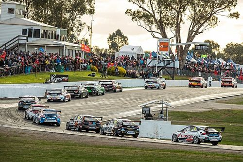 Supercars schedule complicated by Victorian lockdown